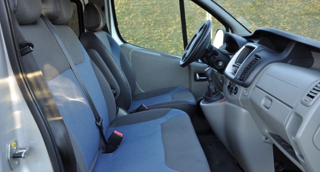 6/9 sits Renault trafic