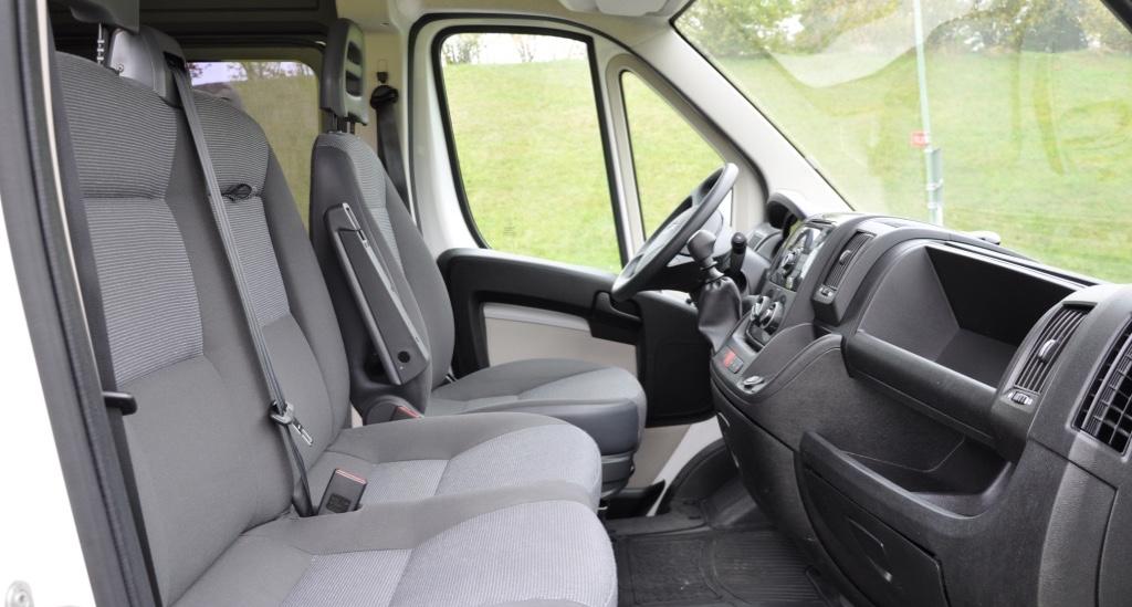 Peugeot Boxer 6 sits